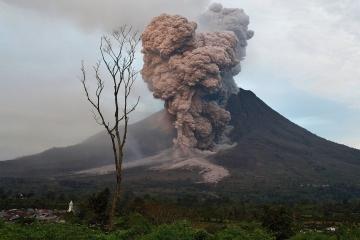 فورانهای شگفت انگيز آتشفشان ها